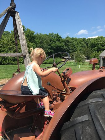 Sturgeon Bay, WI: Driving the tractor