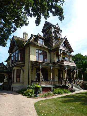Delavan, WI: The Allyn Mansion