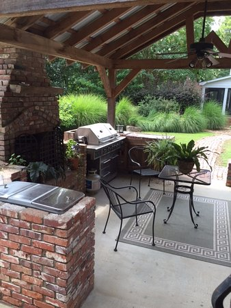 Pontotoc, MS: Outdoor kitchen