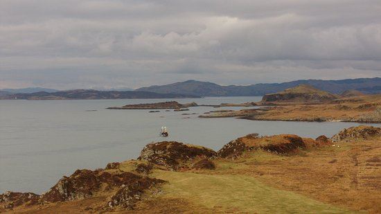 Ardfern, UK: View to the islands from the drive round the peninsula