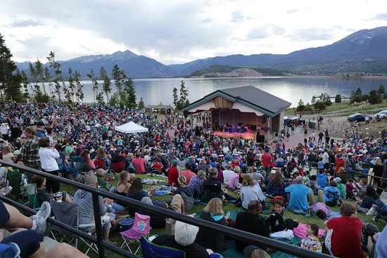 Dillon, CO: MJ tribute band with packed hillside