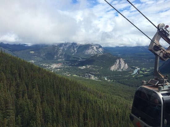 Lake Louise Sightseeing Gondola: The view from the Lake Louise Gondola is breath taking!