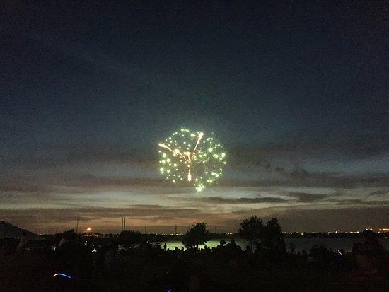 Pflugerville, Teksas: Firework begins