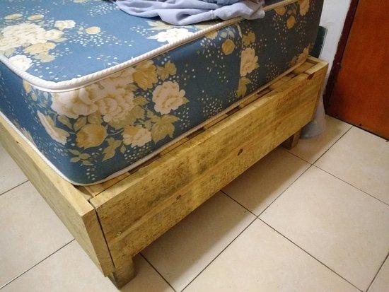 la pergola cama de madera de palet apenas cepillada - Palet De Madera