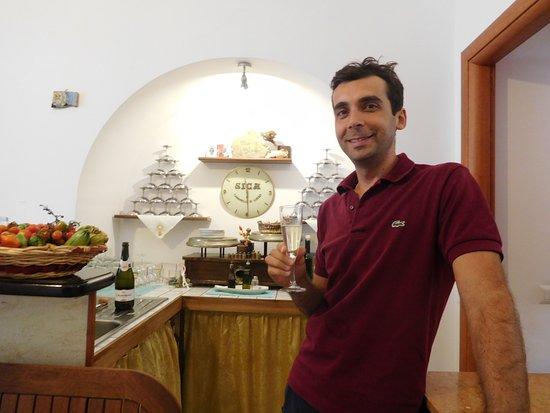 Nido Verde: Roberto toasting me on my birthday!