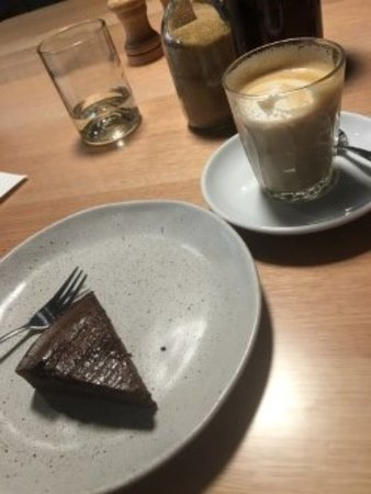 Collingwood, Australia: chocolate cake with a fudgy centre