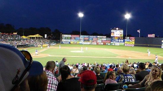 Trenton, Нью-Джерси: Even better when the lights come on!