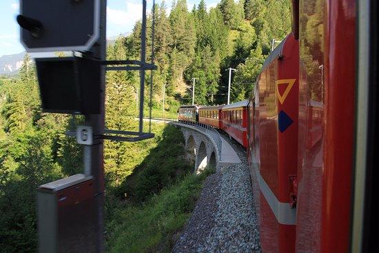Filisur, İsviçre: 先頭車両方向雄
