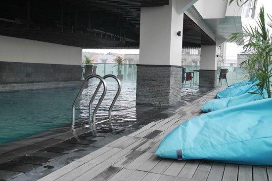 kolam renang air hangat picture of best western premier la grande rh tripadvisor com