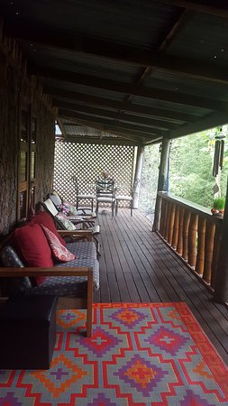 Mooloolah Valley, Australien: Cosy verandah to curl up and read a book