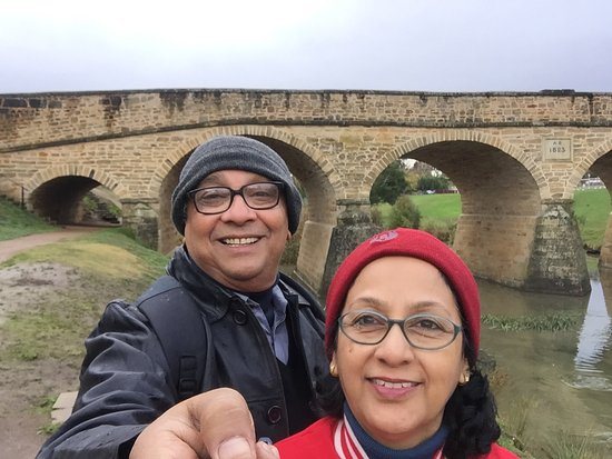 Richmond, Avustralya: We,in front of the oldest Australian bridge
