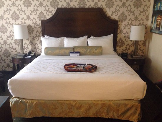 BEST WESTERN PLUS St. Charles Inn: photo0.jpg