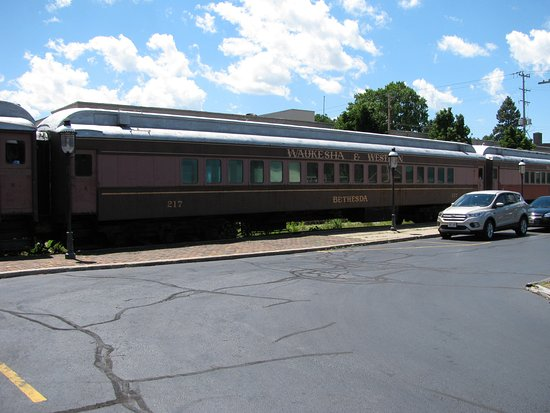 Waukesha, WI: We understand these dining cars are available for parties.