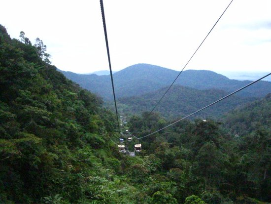Genting Highlands Theme Park: Cable car ride to Genting Highlands.