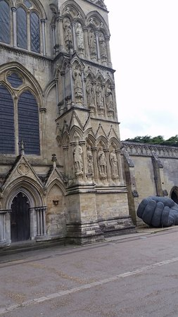 Salisbury Cathedral: Idle hands