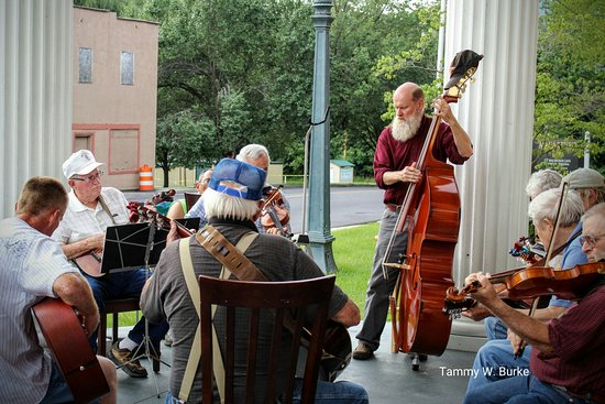 Narrows, VA: Thursday night music jam session offers authentic mountain music and a home cooked meal