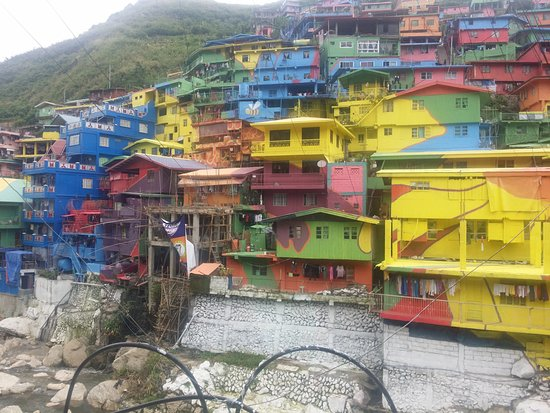 La Trinidad, Filipinas: colorful houses