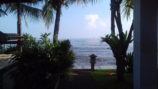 Lovina Beach, Endonezya: Pantai tampak dari hotel kami