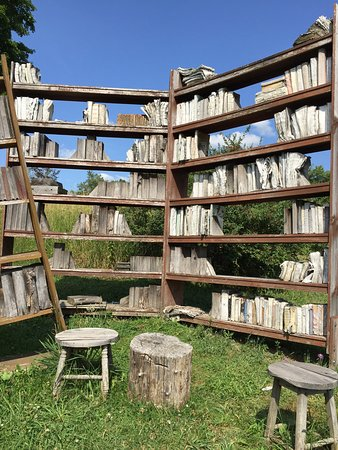Cazenovia, NY: This is a must visit!!!   What a wonderful way to display art. You can either just drive thru. O