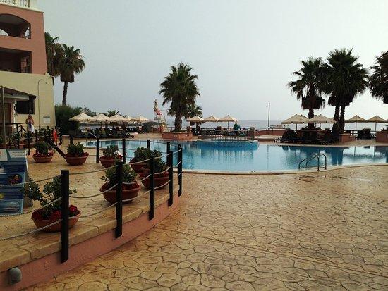 The Westin Dragonara Resort, Malta: Hotellin allasalue