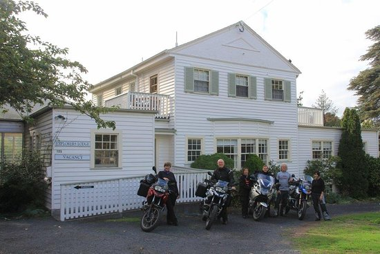 New Norfolk, Australie : Guests departing Lodge