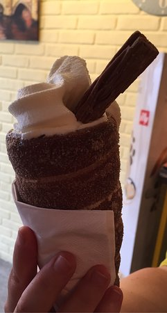 St Ives, UK: Oana's Coffees,Shakes & Chimney Cakes