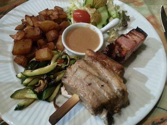 Dol-de-Bretagne, France : Brochette de porc grillée