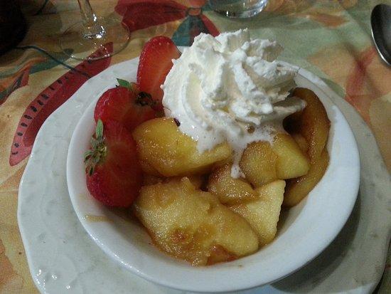 Dol-de-Bretagne, France : Dessert aux pommes