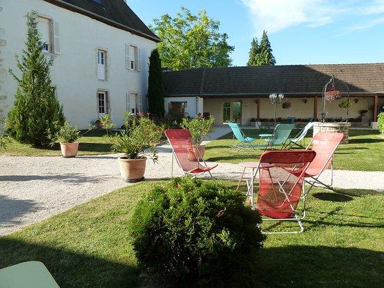 Gilly-les-Citeaux, Frankreich: pour déguster sa bouteille de Vosne-Romanée
