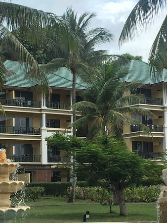 Angsana Bintan: Unsightly clothes in balcony