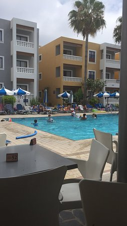Damon Hotel Apartments: 30 plus degrees