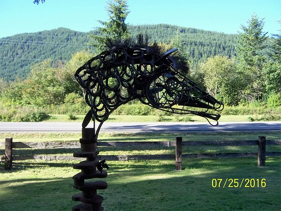 Recycled spirits of iron, Sculpture