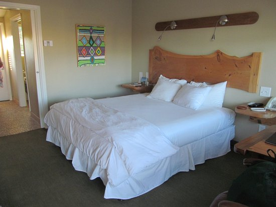 Cambria Shores Inn: A very nice bed, very comfortable
