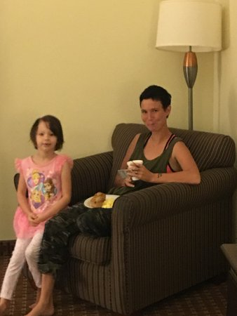 Cleburne, TX : Visiting in the room with daughter and granddaughter