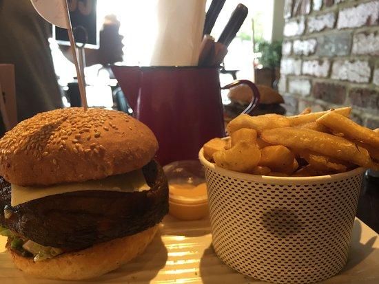 Scarborough, Australia: Mushroom burger