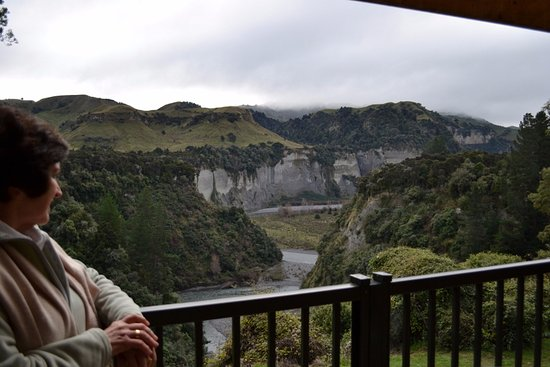 Tarata Fishaway: View from the patio - Rangitikei river