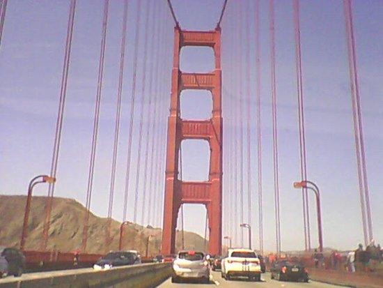 เอเมอรีวิลล์, แคลิฟอร์เนีย: Golden Gate Bridge 10 seconds later...