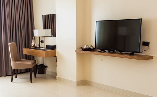 Clark Freeport Zone, Filipinler: WoRk station and Big TV