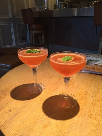 West Malling, UK: Mmmmmm Old Cuban cocktails