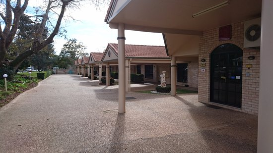 BEST WESTERN Tuscany on Tor Motor Inn: Front rooms facing the Warrego Hwy