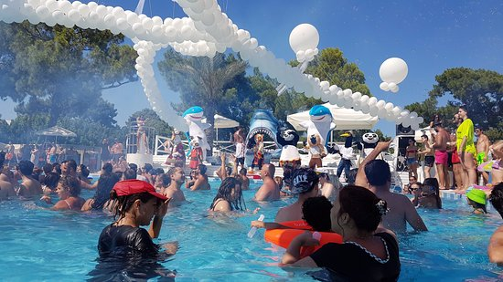 Вечеринка у бассейна