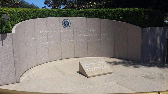 Simi Valley, CA: Memorial