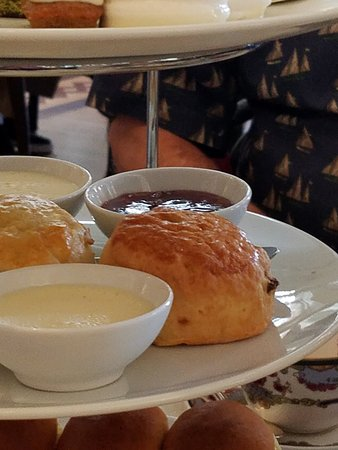 Tea at the Empress : Scones with clotted cream and preserves