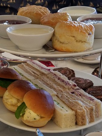 Tea at the Empress : Scones & sandwiches