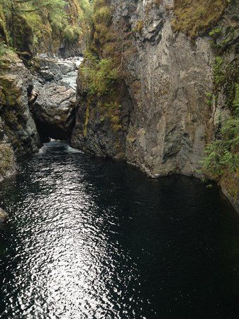 "Nanaimo, Kanada: The falls come down through a hole, huge boulders above on way to the swimming ""pool""."