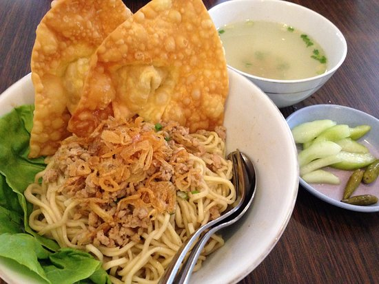 Depot Flamboyan: The best Pangsit Mie Ayam that I ever had in East Java