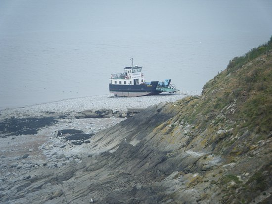 södra Wales, UK: Ferry to and from the island, waiting for the tide to come in so we can head back.