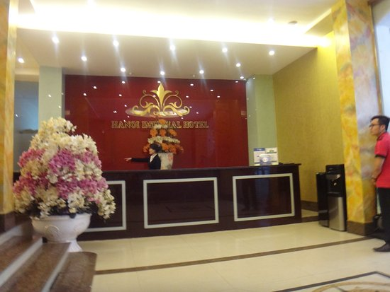Hanoi Imperial Hotel: reception with very helpful and sweet staff