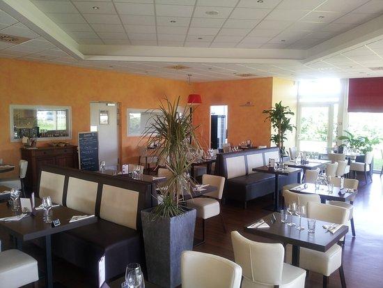 Parcay-Meslay, Francia: notre salle ...