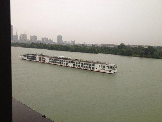 Hilton Vienna Danube Waterfront Photo